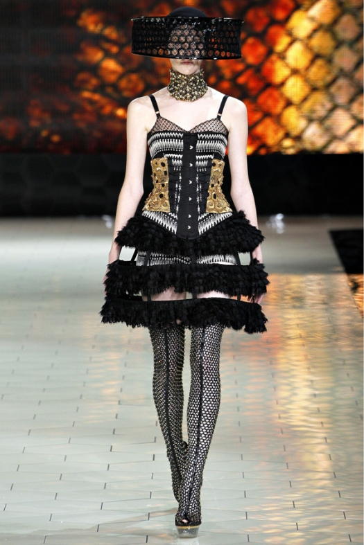 corsets-and-honey-bees-at-alexander-mcqueen-spring-2013-fashion-show16