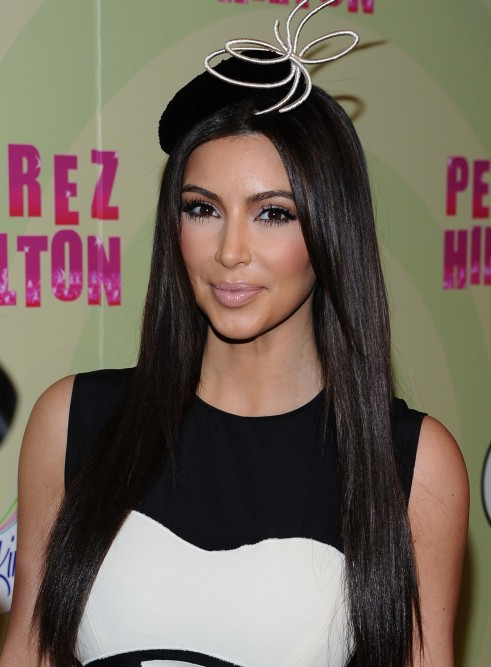 Kim-Kardashian-Perez-Hilton-Party-Mad-Hatter-032812-2-491x667